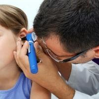 лечим продувшое ухо
