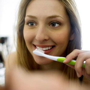 Почему кровоточат десна при чистке зубов