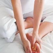 Как лечить защемление нерва в ноге? Какие последствия заболевания?