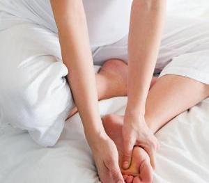 во время защемления нерва в ноге